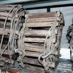 Le prime scale speleo in corda con pioli in legno