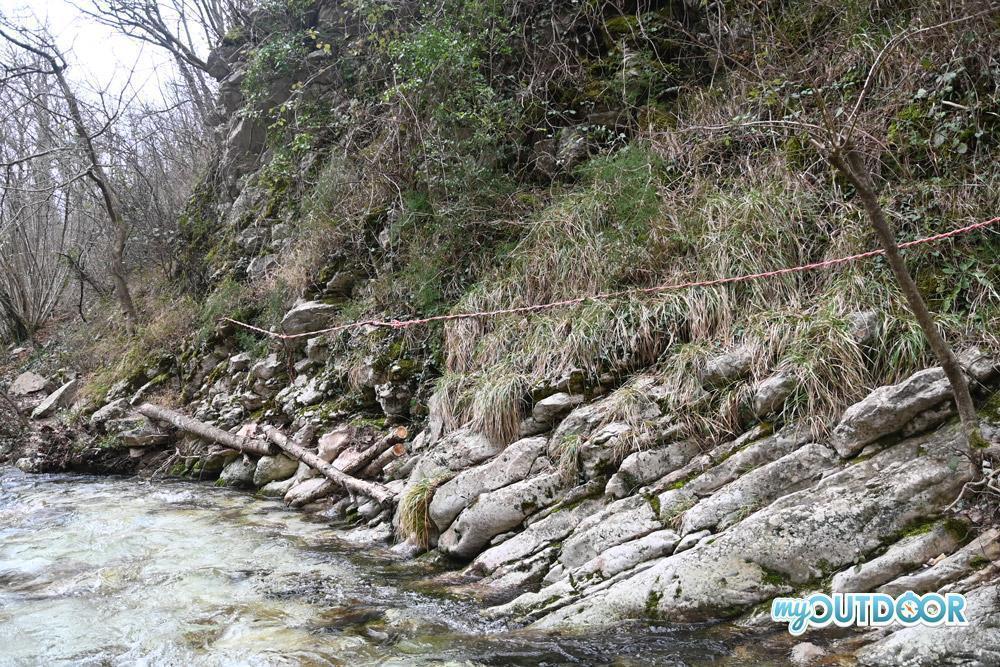 Corda per risalire a fianco del Cascatone