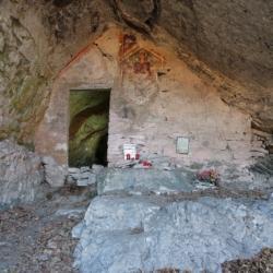 Eremo Santa Lucia, dipinto e altare