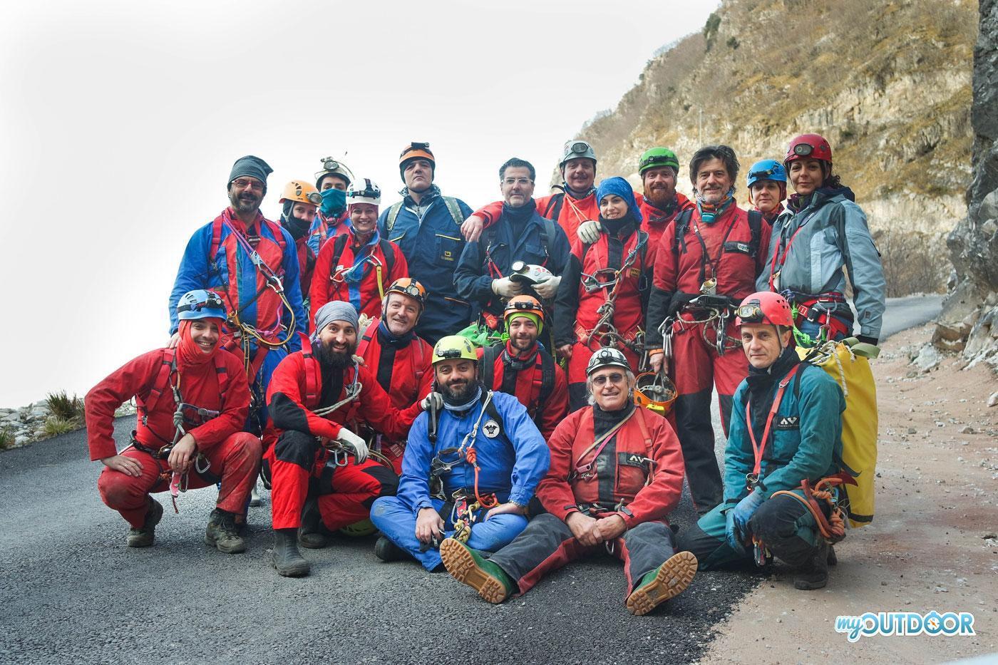 Traversata del Corchia - foto di gruppo prima della partenza