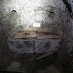 Latrina con scarico nel ghiaione sottostante