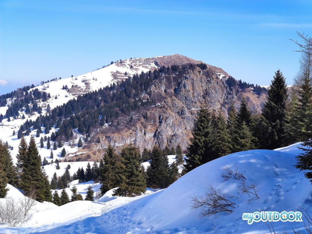 Dettaglio ben visibile del Sentiero delle Meatte evidenziato dalla neve