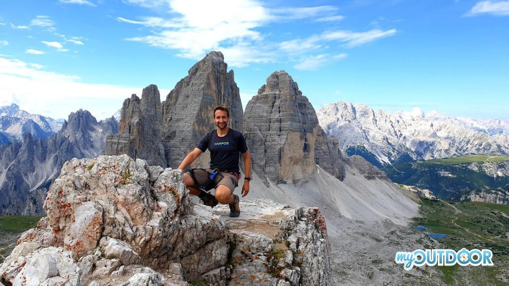 Lorenzo con le Tre Cime sullo sfondo