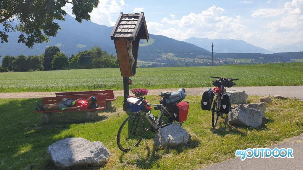 Pausa all'ombra prima di Innsbruck