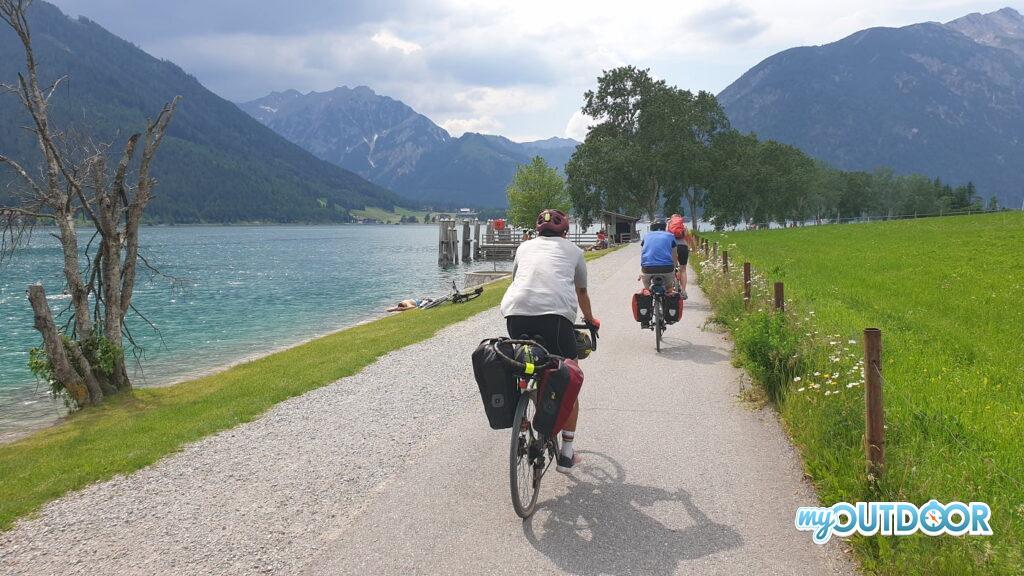 La ciclabile lungo l'Achensee